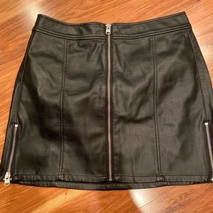 Leather express skirt